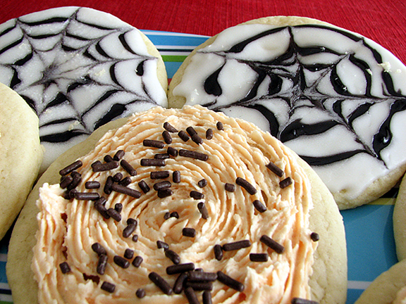 Sugar Cookies, Butter Cream Icing and Decorating Icing | www.tasteandtellblog.com