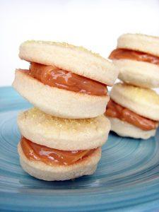 Alfajores de Dulce de Leche on www.tasteandtellblog.com