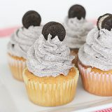 Cookies and Cream Cupcakes | www.tasteandtellblog.com