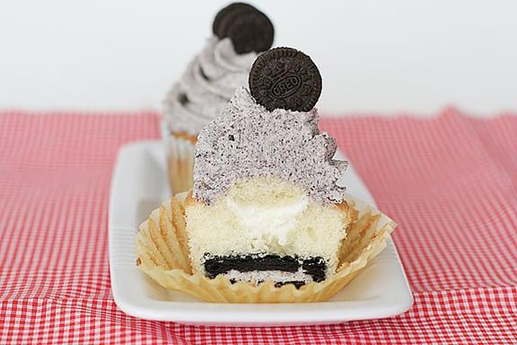 Cookies and Cream Cupcakes | www.tasteandtellblog.com