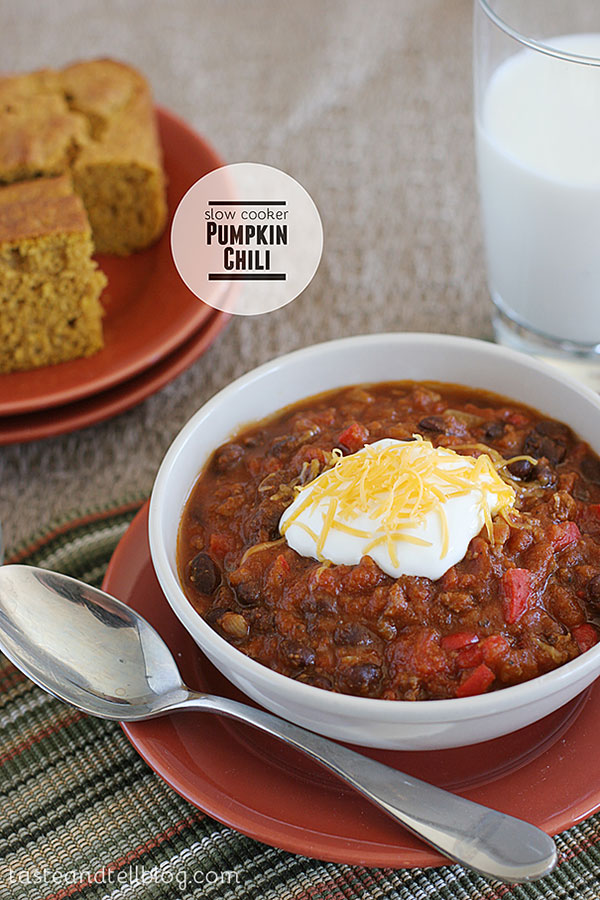 Bring the flavors of fall to your chili by adding in pumpkin and a hint of cinnamon and spices. Cooked in the slow cooker all day, this Slow Cooker Pumpkin Chili Recipe is the perfect dinner for a busy night!