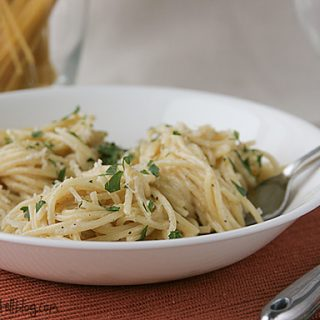 Easy Parmesan Pasta - My go-to pasta dinner - only 5 ingredients, and 15 minutes to the table!!