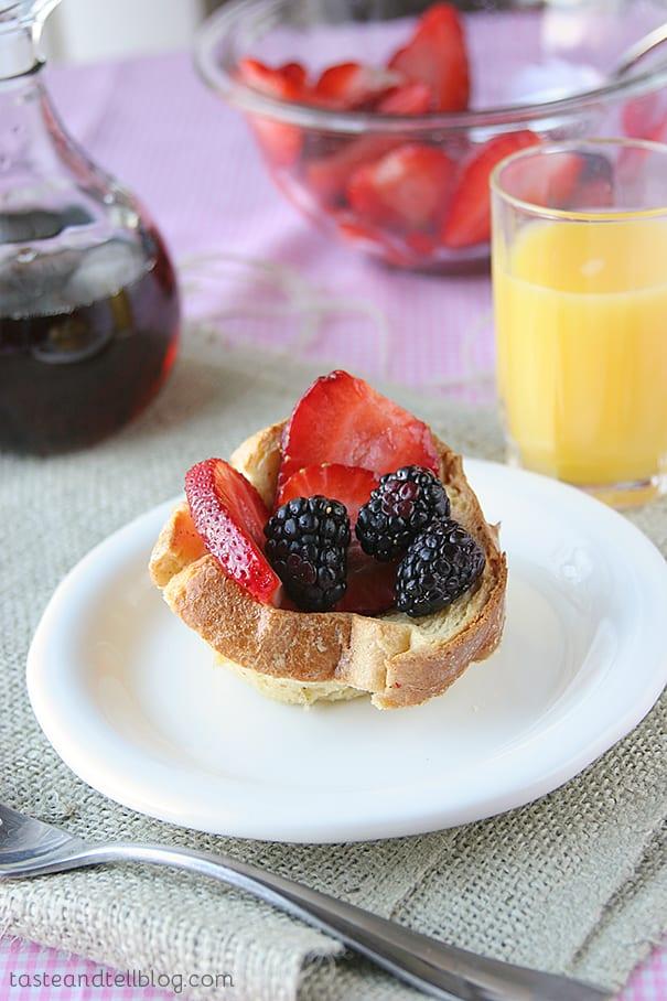 Berry Tasty Breakfast Cups | www.tasteandtellblog.com