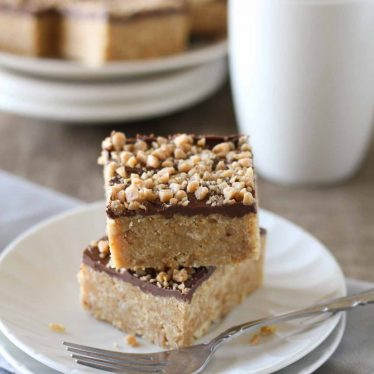 Looking for an easy dessert? These Skor Squares have only 4 ingredients and are perfect for lovers of salty and sweet.