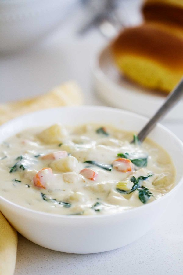 bowl of Olive Garden Copycat Chicken and Gnocchi Soup