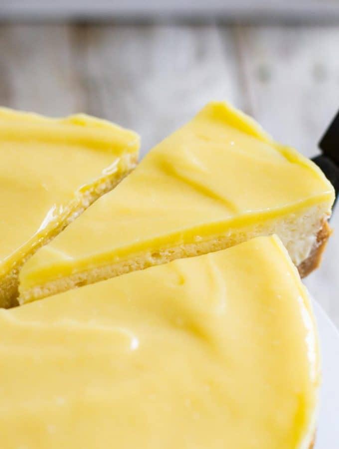 Lemon Cheesecake with Cookie Crust