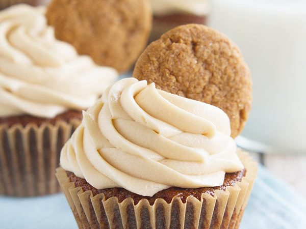 Tis the season! These Gingerbread Cookie Cupcakes have a gingerbread cookie bottom topped with a gingerbread cupcake. Then they are topped off with a brown sugar cream cheese frosting and another gingerbread cookie for triple gingerbread love!