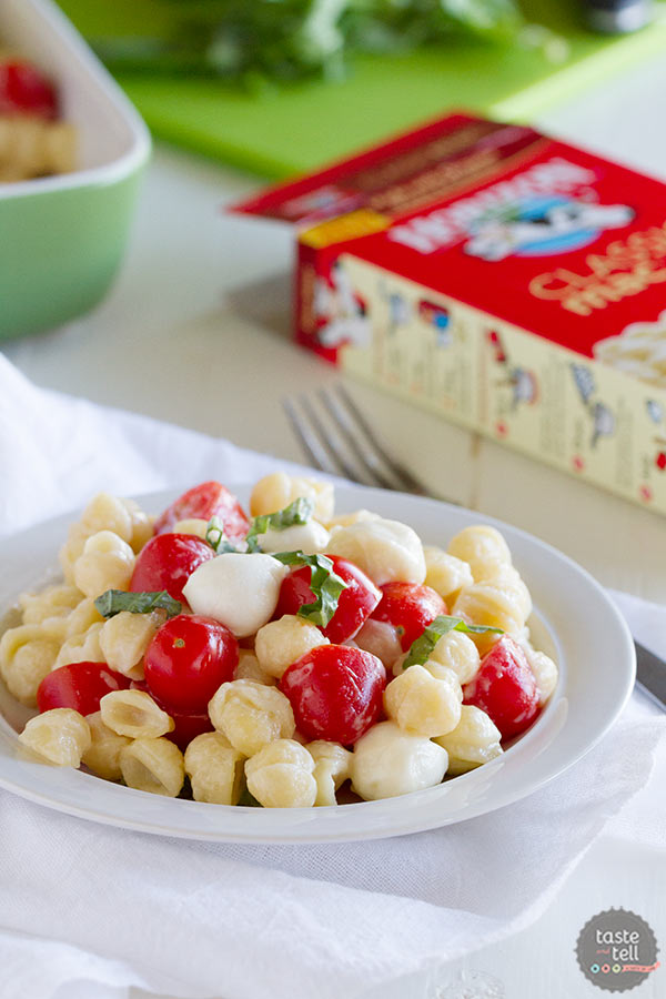 Easy Caprese Mac and Cheese - the perfect weeknight dinner!