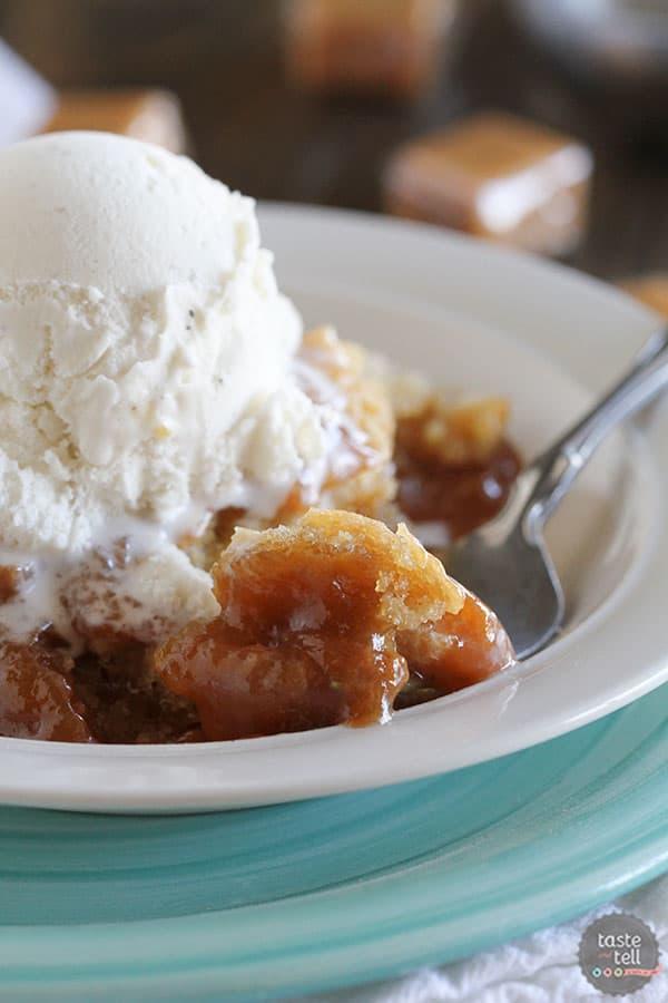 Gooey Slow Cooker Caramel Blondies - an easy drool-worthy slow cooker dessert.