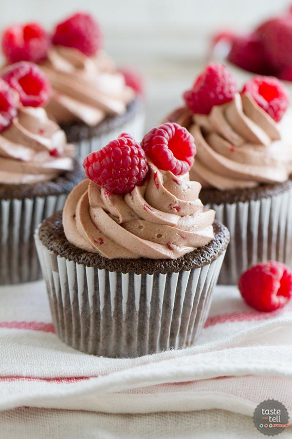 Chocolate Cupcakes with Raspberry Filling and Raspberry Chocolate ...