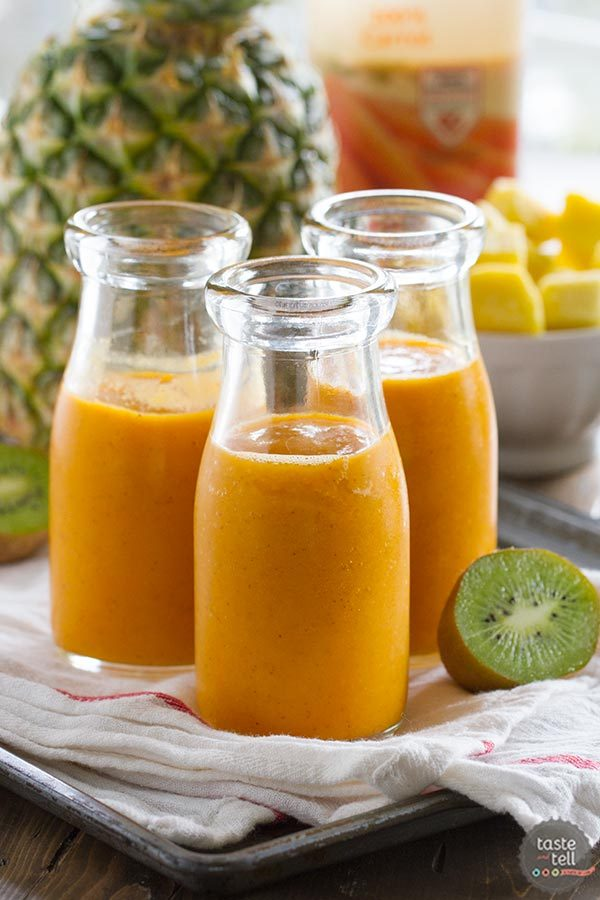 Tropical Carrot Smoothie | Smoothie Week {Giveaway}