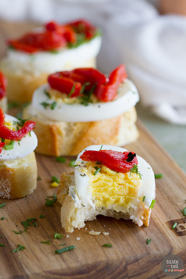 Egg and Pepper Crostini Recipe - Taste and Tell