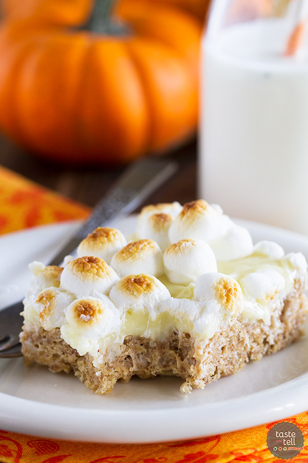 A twist on a summer staple - these Pumpkin Spice S'mores Treats are filled with warm autumn spices and lots of sweet deliciousness.