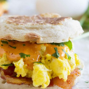 If you are a fan of Eggs Benedict, you will love this easy breakfast sandwich! This Bacon and Eggs Benedict Sandwich with Chipotle Hollandaise will make your taste buds happy.