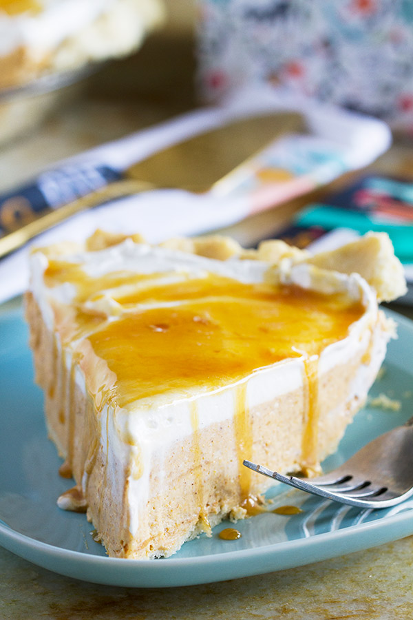 So easy, this White Chocolate Caramel No Bake Pumpkin Pie is ultra creamy with the perfect amount of pumpkin flavor. This is a great way to change up your pumpkin pie!