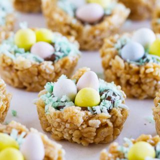 Easter treats have never been so delicious! These Easter Basket Scotcheroos take a favorite dessert and turn them into a fun Easter treat.