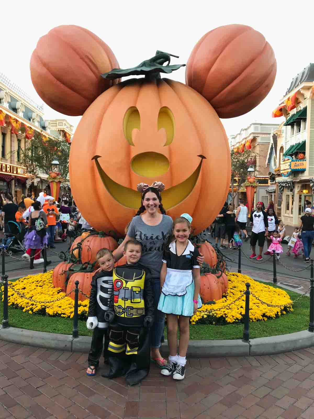 mickey's not so scary halloween party - disneyland: from a first