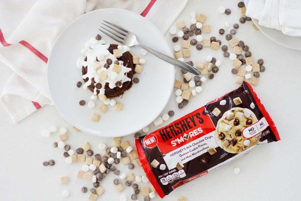 Molten lava cakes get a makeover with these S'mores Molten Lava Cakes - because s'mores are meant to be enjoyed year round!