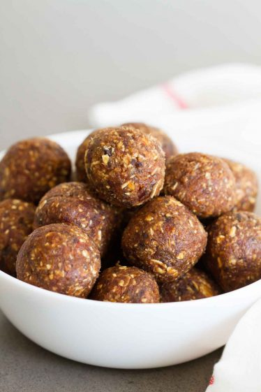 Perfect as an after workout snack or when your sweet tooth is calling, these Peanut Butter Chocolate Energy Bites are filled with good for you ingredients and are the perfect sweet bite.