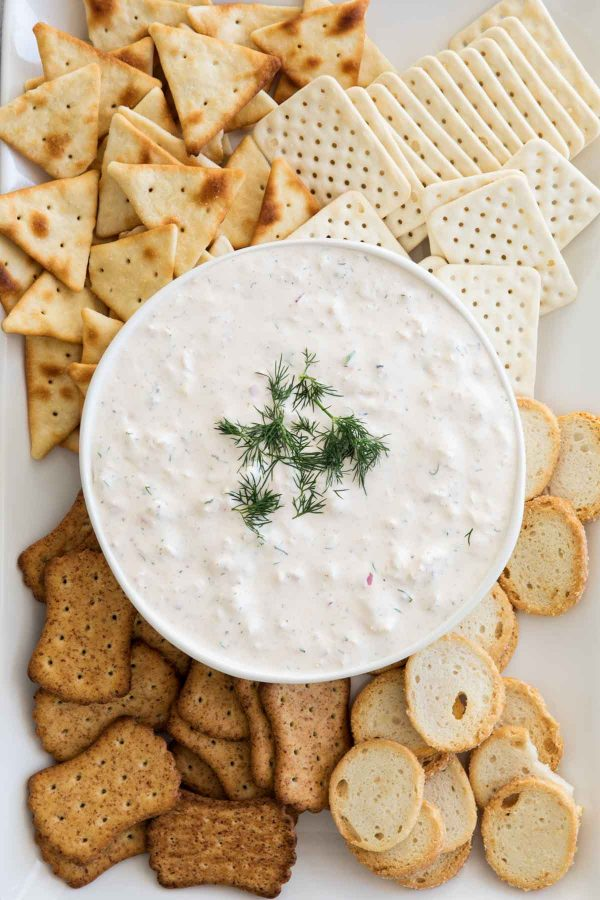 Easy Crab Dip Recipe with crackers