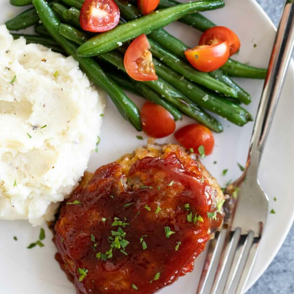 dinner plate with mini meatloaf