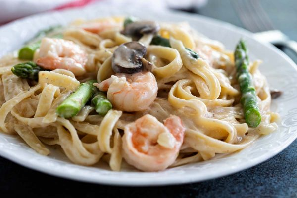 Shrimp Pasta with White Sauce and Asparagus