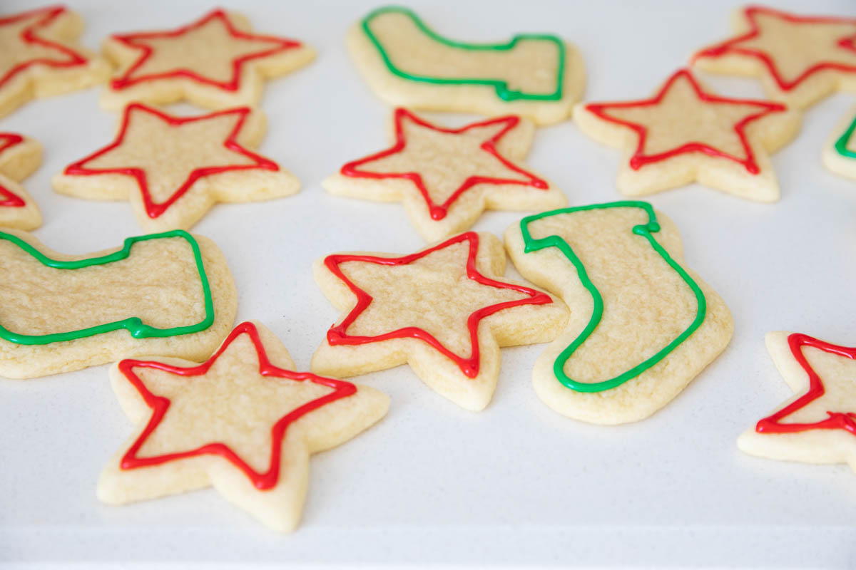 frosting sugar cookies with sugar cookie icing