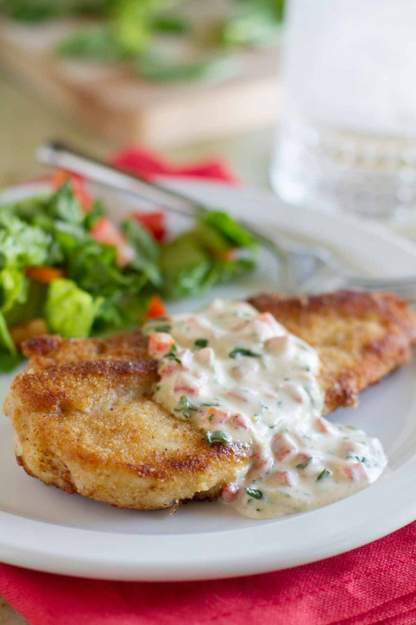 crispy chicken served with basil cream sauce