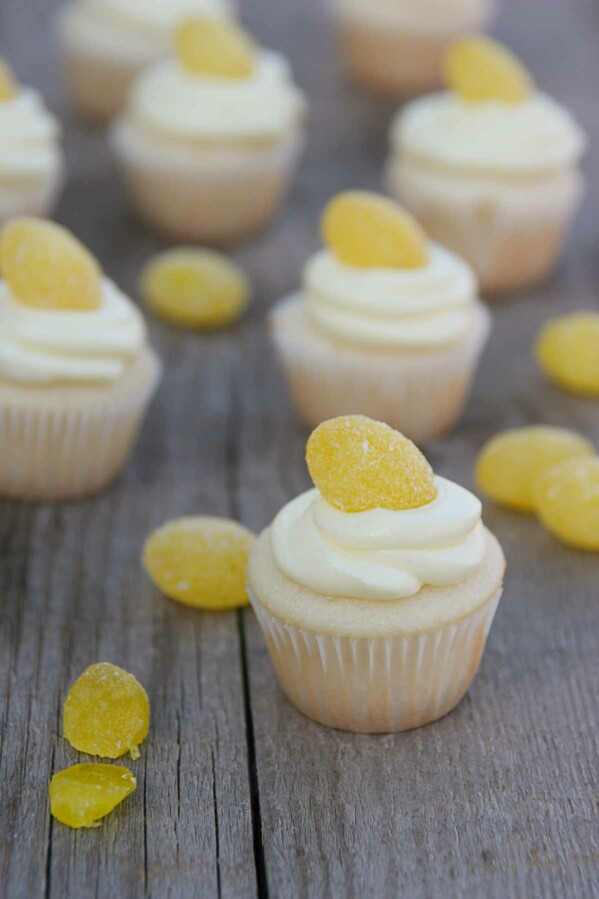 Cupcakes with Lemon Buttercream