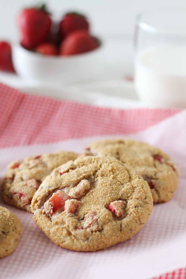 Soft Cheesecake Cookies with Strawberries