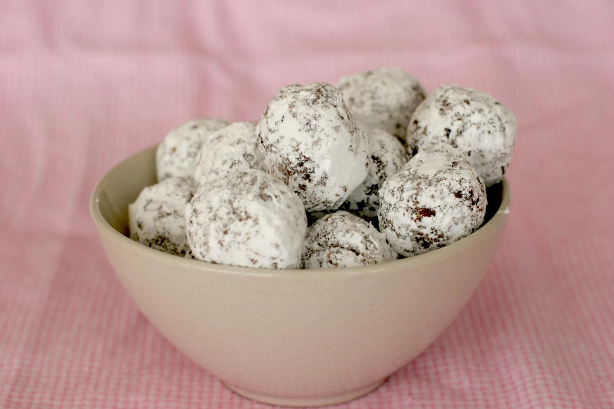 No Bake Oatmeal Cookie Balls in a bowl