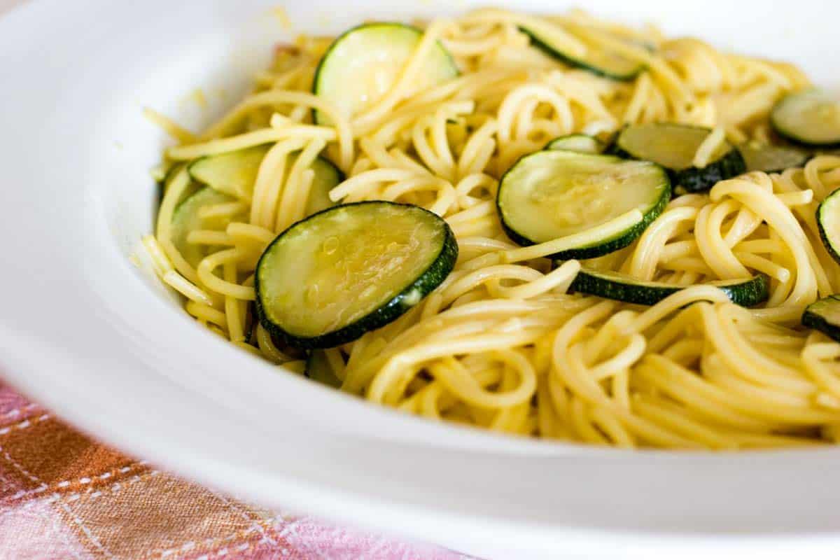 plate with spaghetti and zucchini