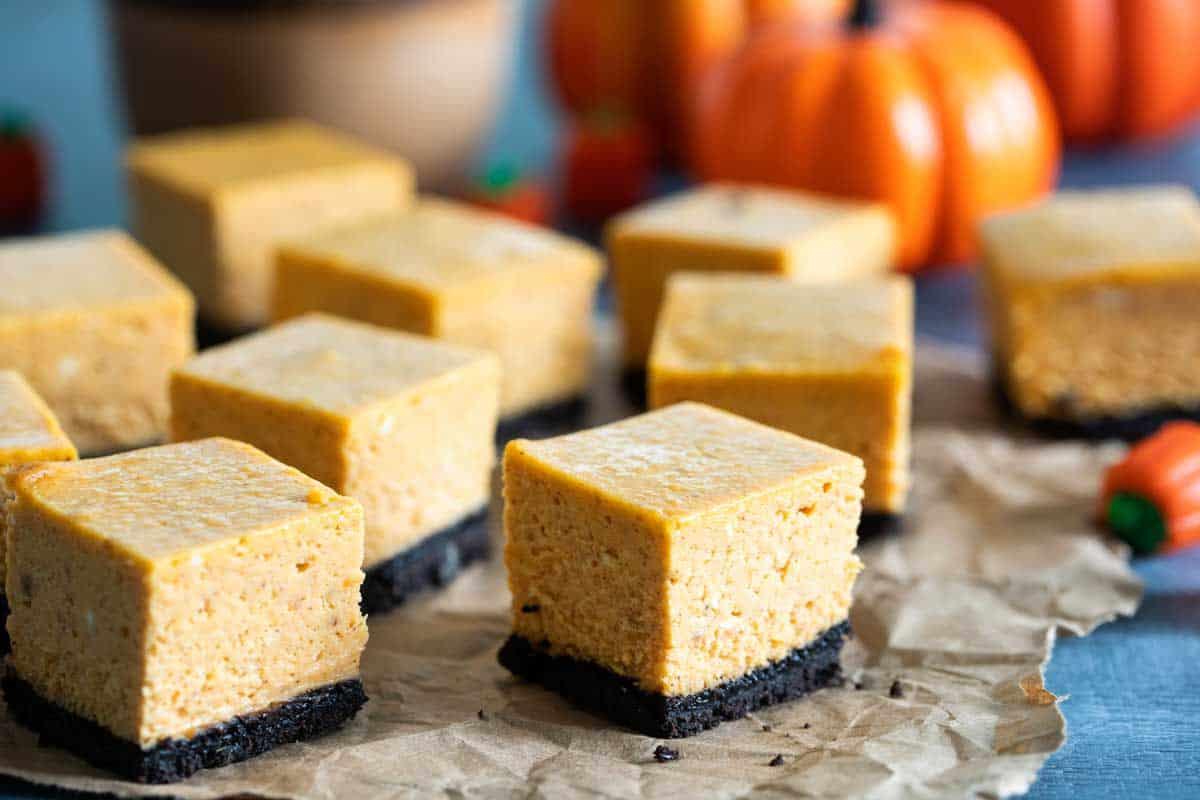 pumpkin cheesecake bars with cookie crust