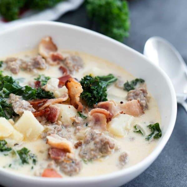 bowl of copycat Zuppa Toscana soup