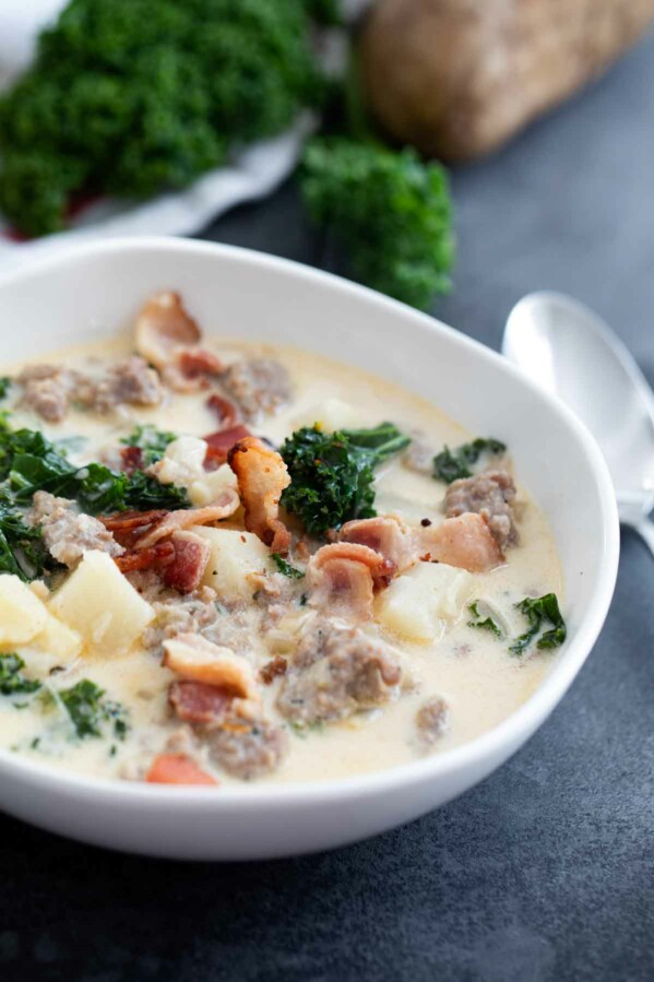 bowl of copycat Zuppa Toscana soup