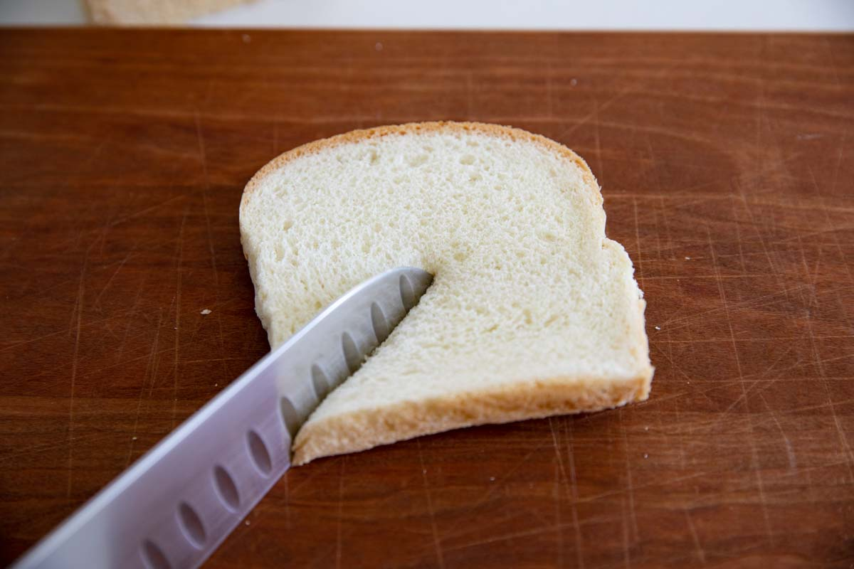 how to cut a slice of bread to put in a muffin tin